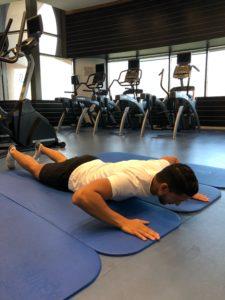 La méthode McKenzie est basée sur 2 concepts fondamentaux: D'abord, la réponse de vos symptômes aux postures statiques et/ou mouvements répétés, et ensuite sur la centralisation de votre douleur.